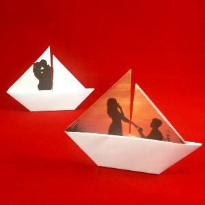 Faltvorlage für ein Segelboot mit eigenem Foto. Inklusive Bastelanleitung.